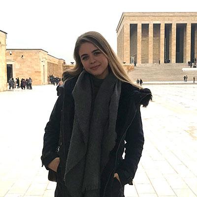 Ayşe Topçu, Halkla İlişkiler ve Reklamcılık bölümü öğrencisi