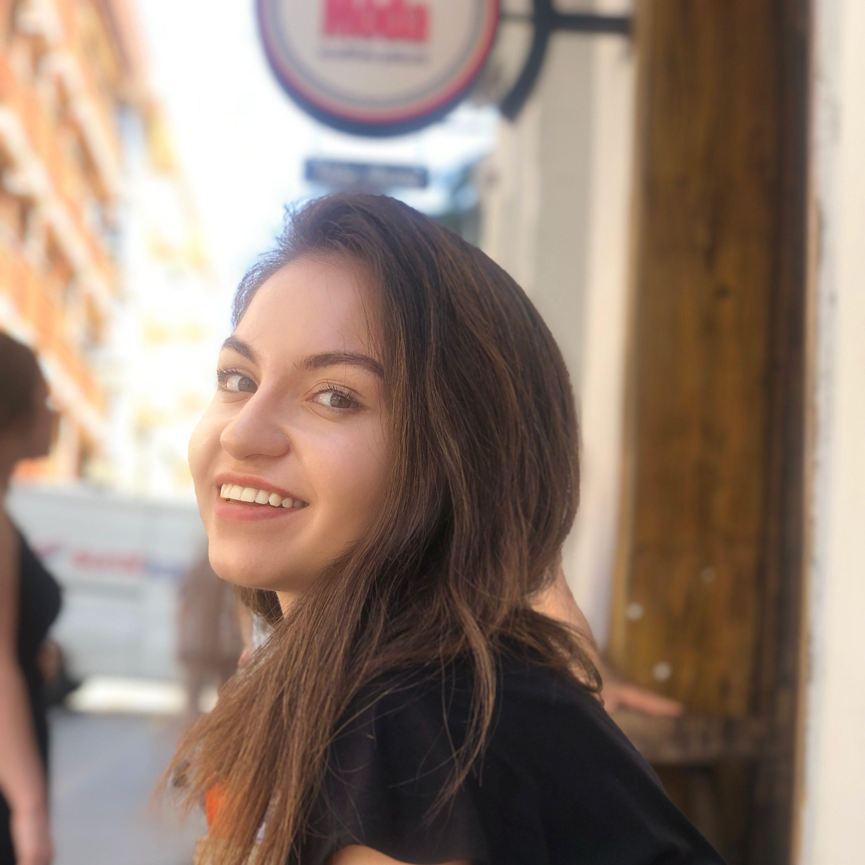 Gülce Taranlar, Uluslararası Tic. ve İşletmecilik bölümü öğrencisi